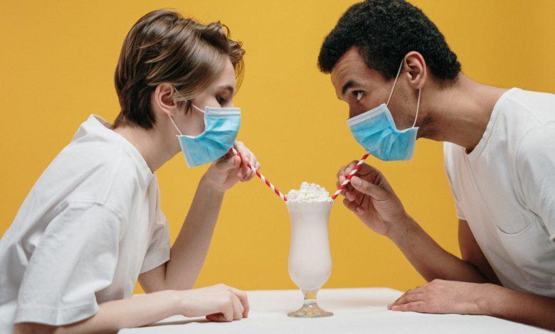 交際とコロナウイルス:封鎖中の交際のヒント